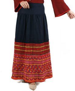 กระโปรงชาวเขาทรงพลีทผ้าใยกัญชงสีน้ำเงินต่อผ้าปักชาวเขาต่อจิกมือ