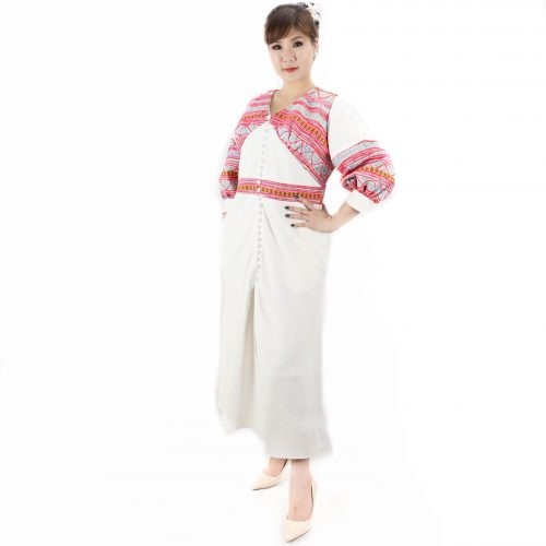 ชุดเดรสชาวเขาแขนยาวตุ๊กตาผ้าใยกัญชงผสมฝ้ายสีขาวผ้านิ่มต่อผ้าเขียนเทียนผ้าฝ้าย